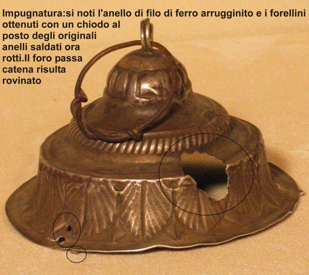 L'impugnatura del turibolo prima del restauro eseguito da argenteria carlo rossi di Vicenza .jpg