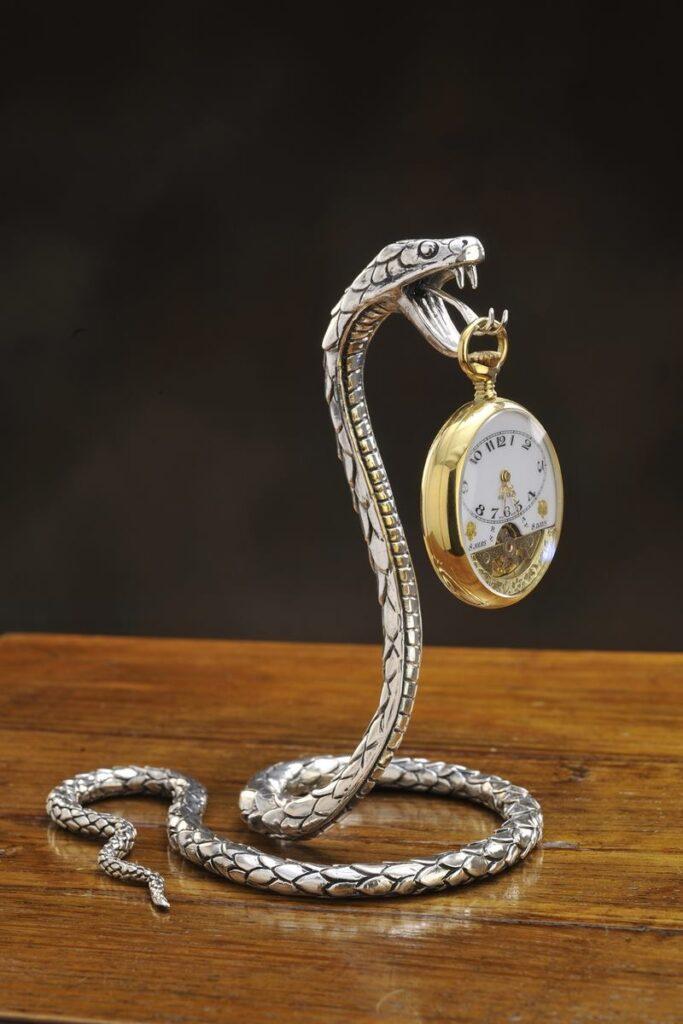 serpente porta orologio in argento per arredo casa