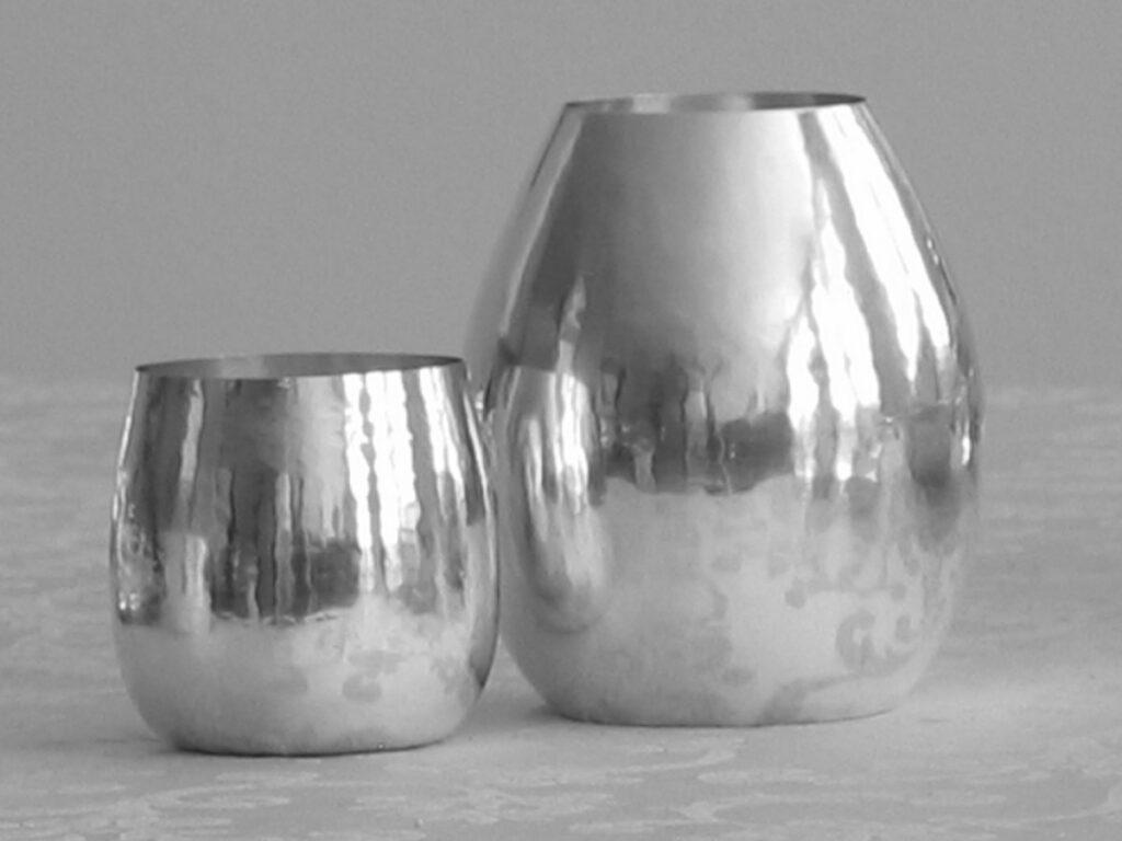 vaso in argento bombato per arredo casa