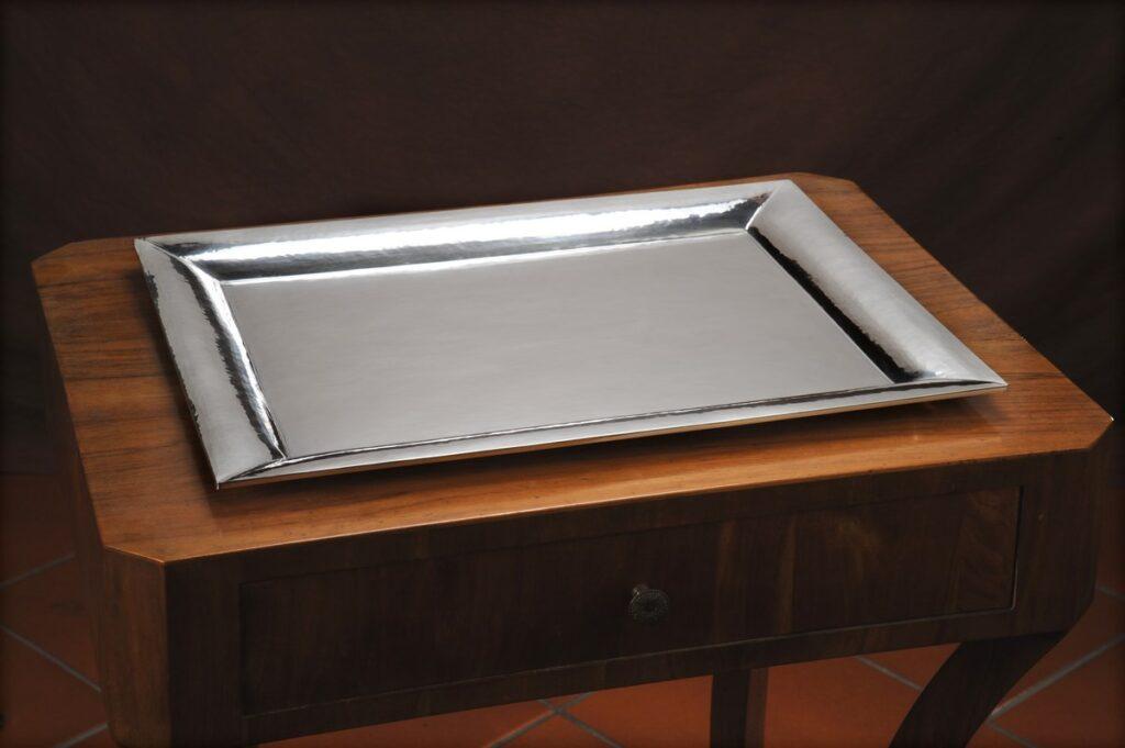vassoio in argento squadrato per arredo casa