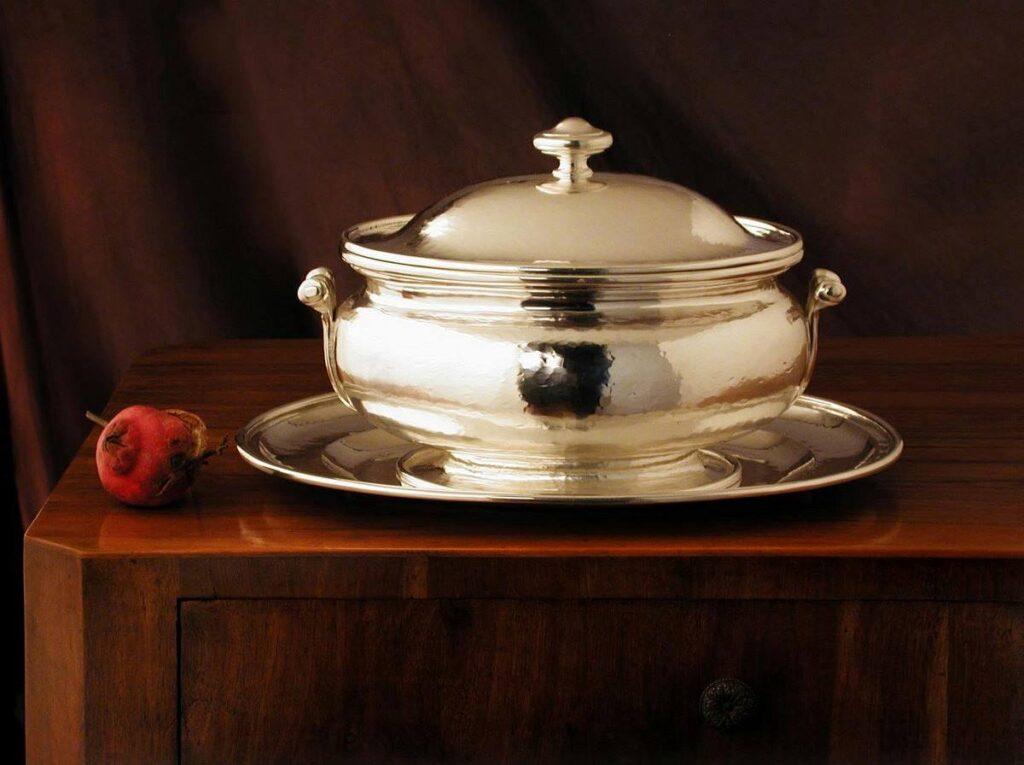 zuppiera in argento ovale liscia per arredo casa