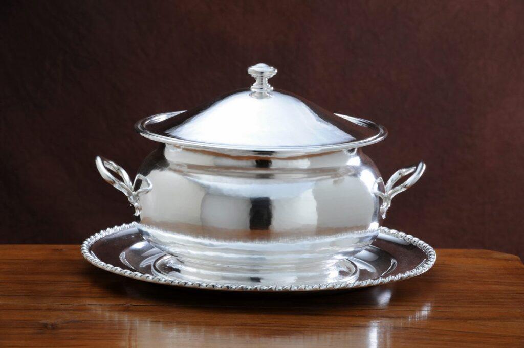 zuppiera in argento tonda liscia per arredo casa
