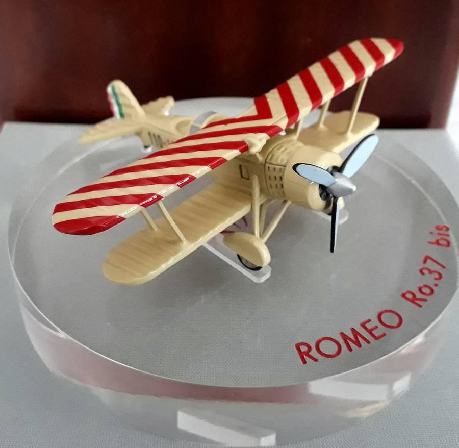 oggetti di modellismo in argento e metallo colorato Aereo Romeo Ro 37 Bis in ottone colorato