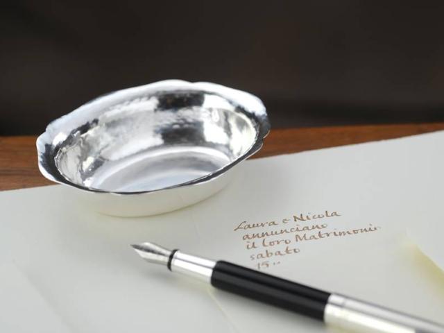 Ciotolina ovale con  bordo sagomato