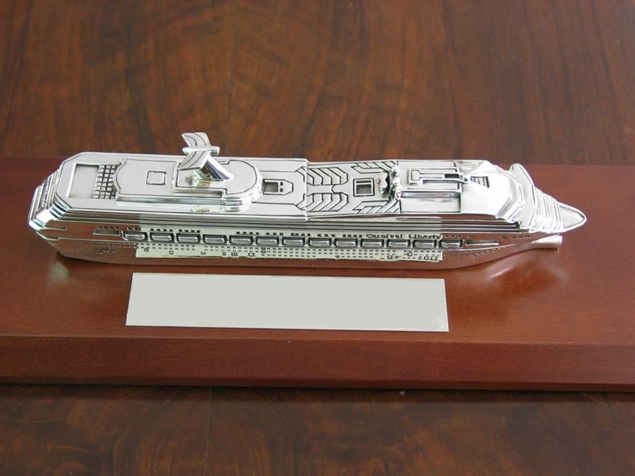 modellino nave carnival in argento fatta a mano