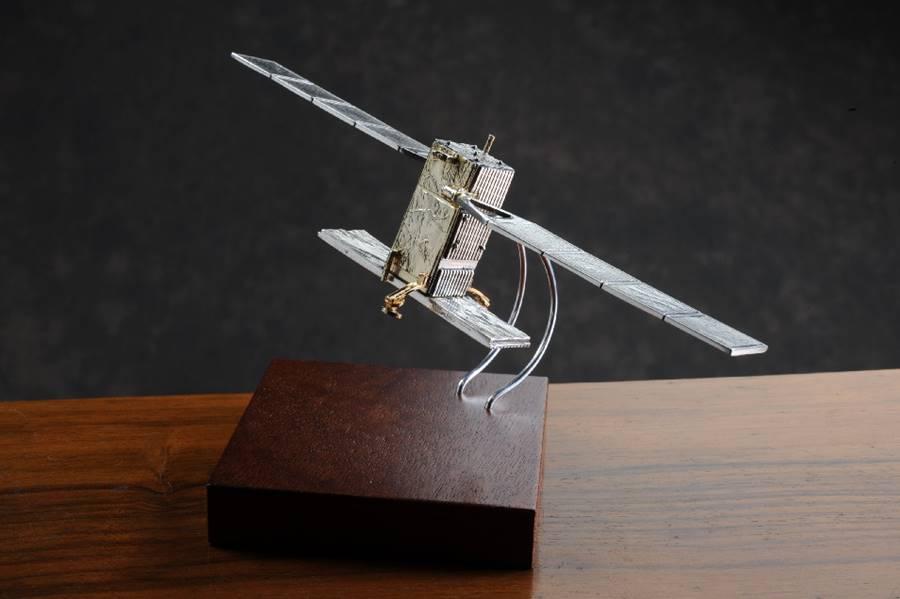 modellino satellite sentinel in argento fatto a mano