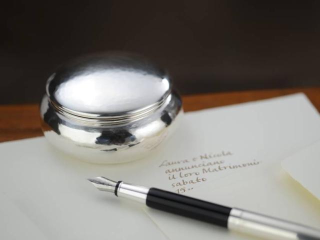 Scatolina bomboniera in argento con coperchio